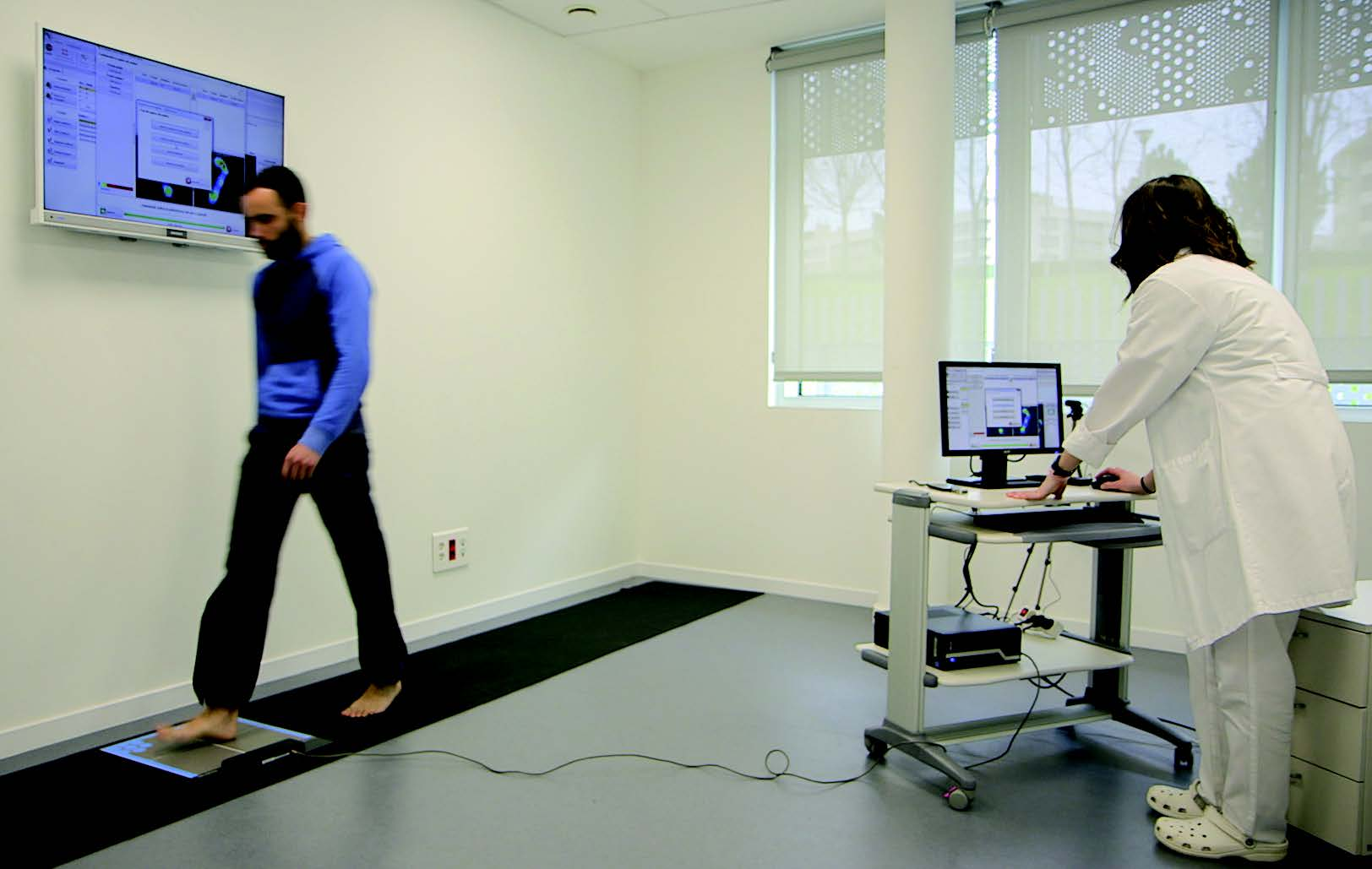 Patient using the laboratory of biomechanics of Mutua Universal