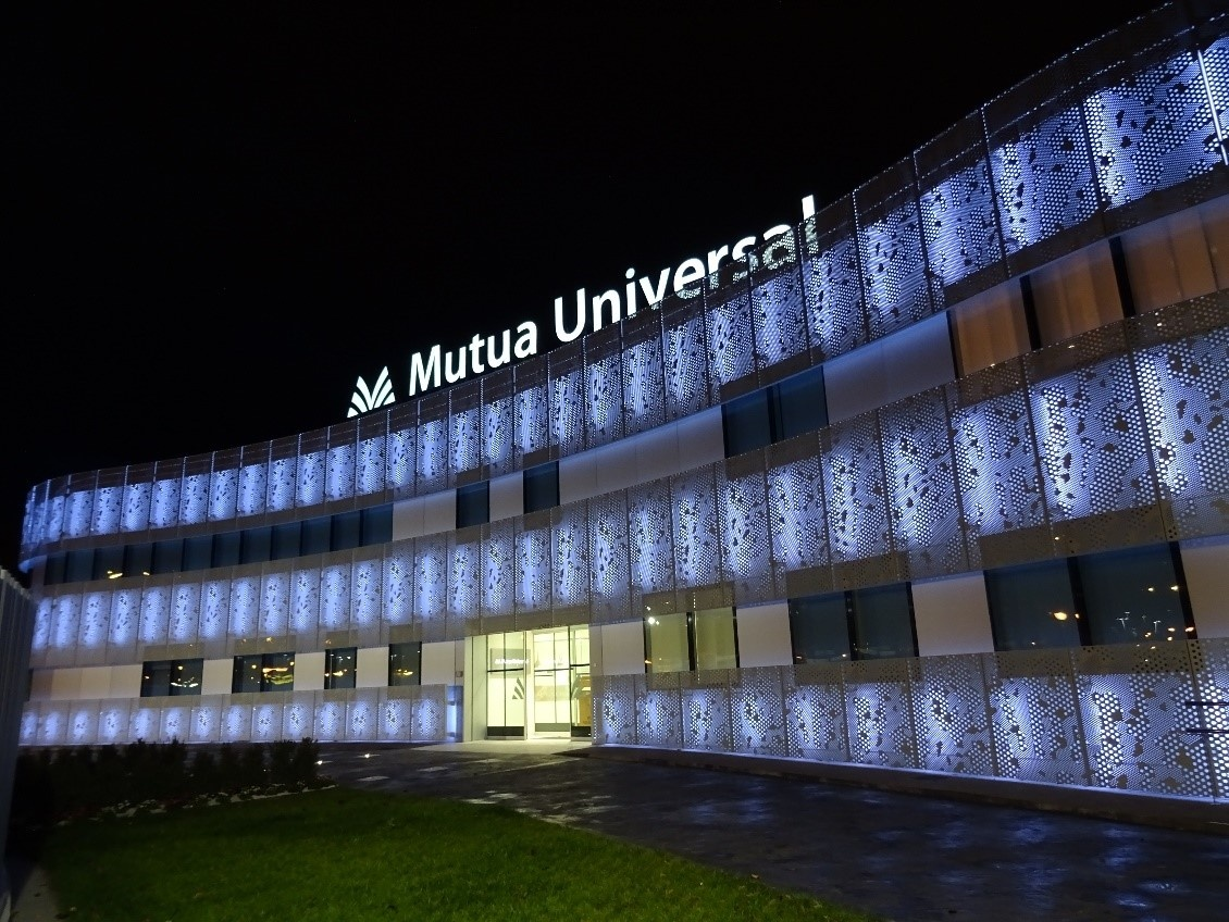 Illumination of the centre of Mutua Universal in Logroño at night