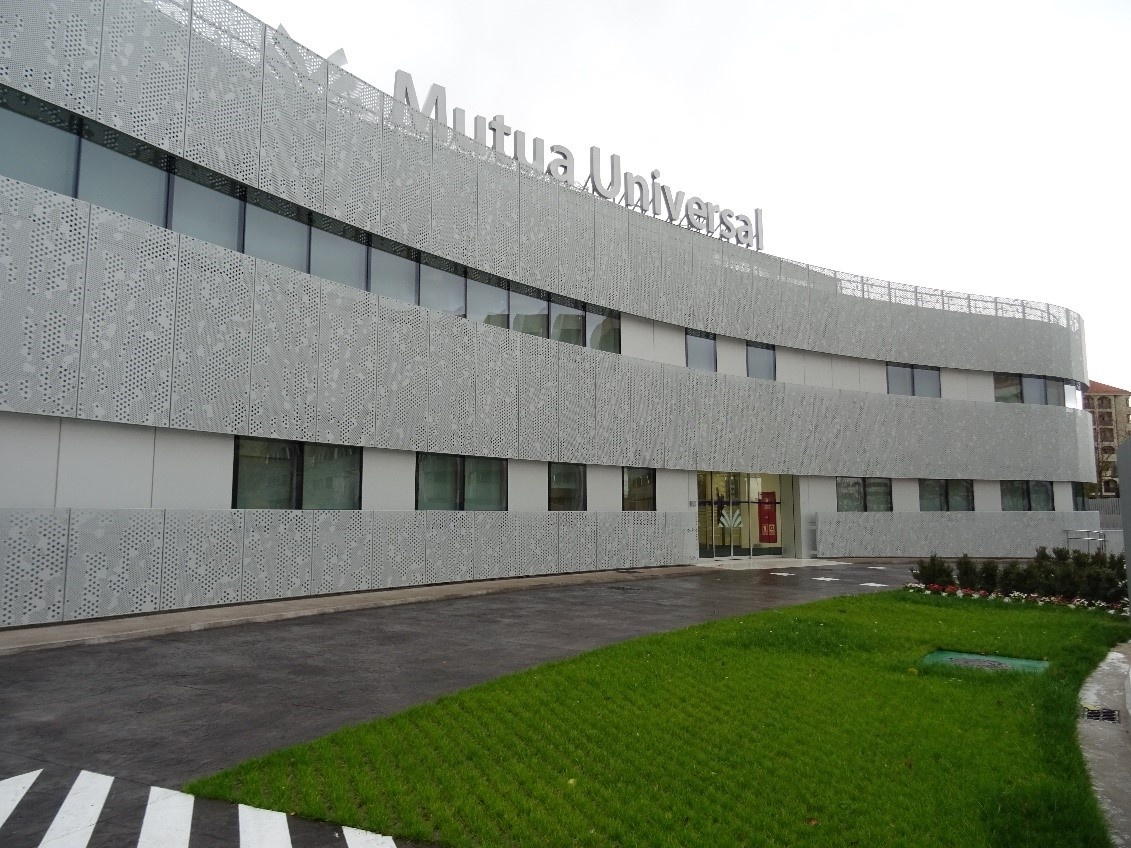 Side view of the building of Mutua Universal in Logroño